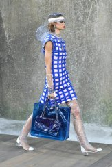 Some-Models-Carried-Blue-PVC-Totes-Matching-Handbags