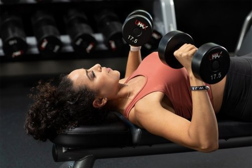 a-girls-gotta-bench-chest-workout-and-training-tips-1-700xh